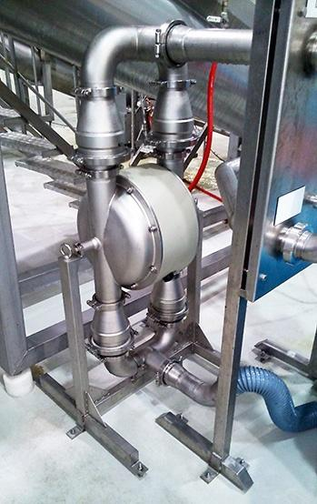 Sanitary pump for mushrooms transfer